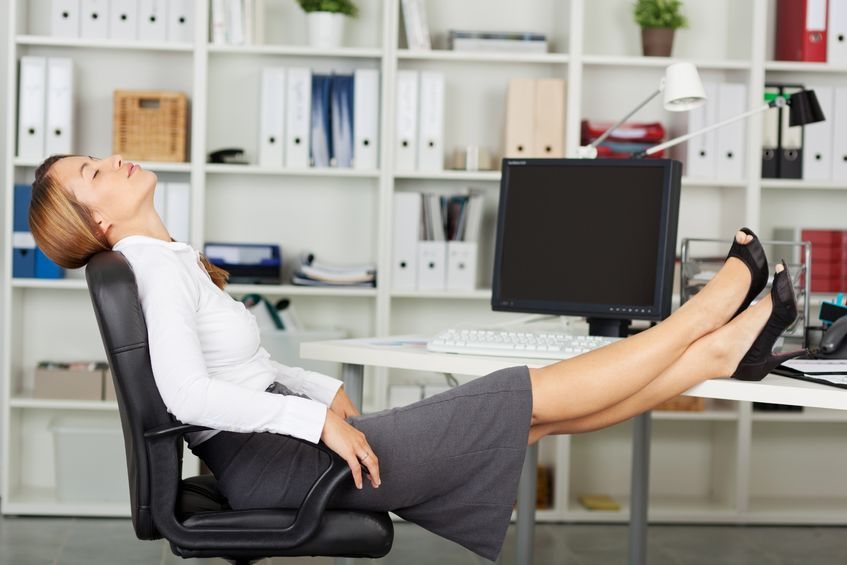 látási előírások és íróasztal