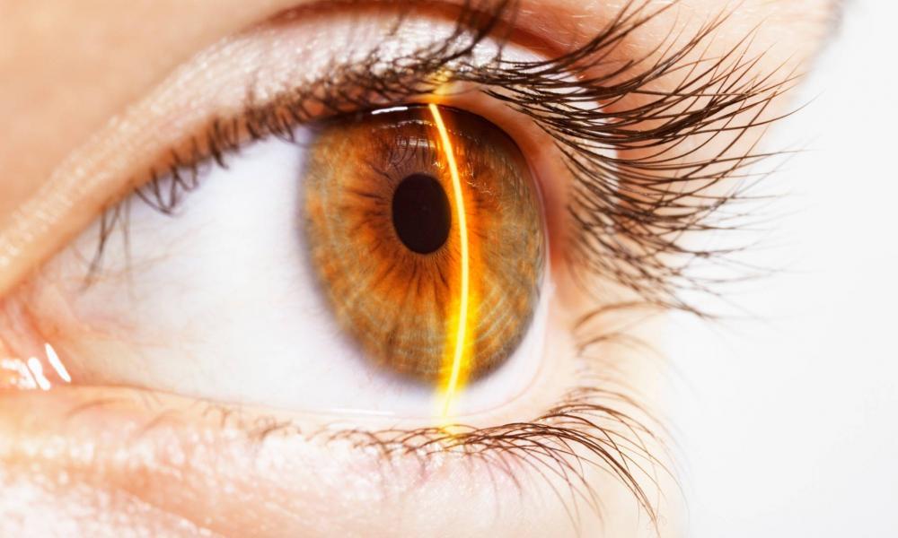 a látásélesség szemcseppvörösödése sérülés után